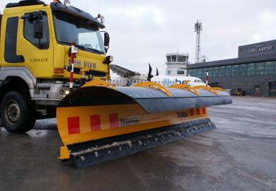 Hoia lennujaama hoovõtu- ja maandusmirajad puhtana kasutades Meireni lennujaamasahka LES 03