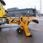 Meiren Snow lennujaamasahk koos tugiratastega