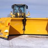 Der Schneepflug VLES für Radlader wurde für die Räumung großer Schneemengen entwickelt.