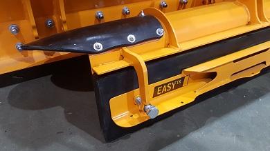 Hydraulic additional blade mechanism